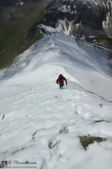 Cos fan gli alpinisti (EmozionInUnClick - l'Avventuriero's photos) Tags: panorama neve montagna cresta sibillini escursionista pizzoberro