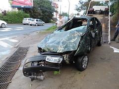 carro cai blumenau (9) (JAIME BLUMENAU SC) Tags: rio acidente capotamento blogdojaime caiunorio carrocaiunorio