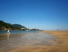 P6220080 (adrizufe) Tags: ibarrangelu laida beach summer mareabaja urdaibai basquecountry sunny sunnyday blue bluesky nature ilovenature ngc aplusphoto nikonstunninggallery nikon d7000 adrizufe adrianzubia