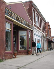 Southport Antiques (Gerry Dincher) Tags: love tourism shopping downtown northcarolina southport oldercouple shoppingdistrict moorestreet brunswickcounty northcarolinahighway211 eastmoorestreet southportantiques
