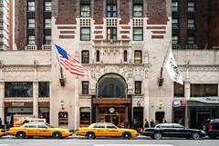 Lexington Avenue (José Miguel Serna) Tags: usa ny newyork building yellow america canon 350d américa unitedstates lexington taxi mahattan 2010 estadosunidos nuevayork lexingtonavenue thebigapple lagranmanzana rgraffiks josemiguelserna