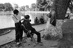 Streetlife of Hanoi (Iam Marjon Bleeker) Tags: blackandwhite streetphotography streetlife vietnam barber hanoi streetview kapper hni straatfotografie thienquanglake nguyndu haibtrng streetlifeofhanoi vpdag31050565zw