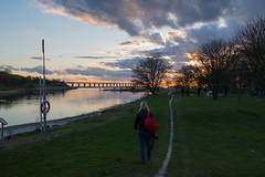 Sunset Sky (Infomastern) Tags: bridge sunset sea sky people woman cloud photographer himmel marianne bro hav solnedgng moln sibbarp resundsbron