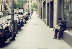 (Hansis y Greta) Tags: madrid street urban espaa calle spain europa europe reader homeless urbana mendigo lector urbanity