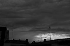 Se avecina tormenta 229/365 (Susana RC) Tags: blancoynegro cielo nubes tormenta 365 nube airelibre monocromtico