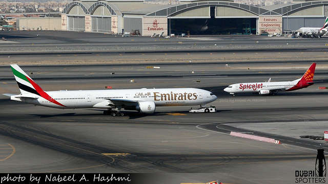 Emirates & Spicejet | Boeing 777-300/ER & Boeing 737-800 | A6-EGP & VT-SGJ | DXB