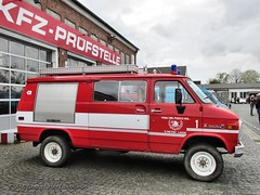 Chevrolet Sport Van 30 Feuerwehr - Bochum Frankys Diner_5772_2015-04-26 (linie305) Tags: auto show old cars chevrolet car sport 30 fire us spring automobile meeting diner firetruck vehicles chevy american vehicle oldtimer motor autos van emergency bochum feuerwehr ruhrgebiet meet carshow brigade firebrigade ruhrarea hellweg automobil blaulicht sportvan einsatzfahrzeug löschfahrzeug springmeet frankys castroper worldcars frankysdiner carmeeting