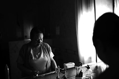 arrugas02 (bolano) Tags: mujer mayor espejo canon 5d mark iii sigma 35 14 art blanco y negro black white old woman dt photo