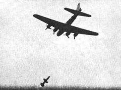 Missile test of the RIM 8 Talos, intercepting a B-17 target drone. 1957 [1494x1120] #HistoryPorn #history #retro http://ift.tt/1XWA1Io (Histolines) Tags: test history 8 retro b17 target 1957 timeline missile rim drone intercepting vinatage talos historyporn histolines 1494x1120 httpifttt1xwa1io