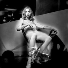 barbara (zventure,) Tags: portrait blackandwhite paris mannequin monochrome fashion noiretblanc hasselblad mode argentique fauteuil carr analogic 500cm modle zventure