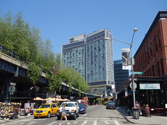 201605219 New York City Meatpacking District High Line Park and Standard Hotel (taigatrommelchen) Tags: park street city nyc newyorkcity urban usa ny newyork building architecture hotel manhattan cab taxi icon meatpackingdistrict highline 20160518
