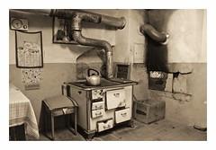 slow food kitchen (sigi-sunshine) Tags: kitchen cuisine oven stove kche cooker herd schwarzwald blackforest ofen bauernhaus teekessel ofenrohr wasserkessel