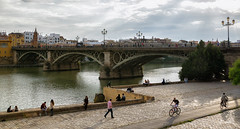 Junto al ro (Miguel.Herrera) Tags: ro puente atardecer sevilla andaluca guadalquivir andalusia triana comunidadespaola