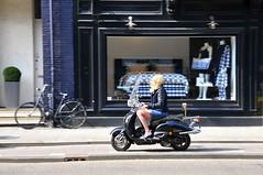 Lente - Spring - Printemps - Frühling (FaceMePLS) Tags: amsterdam nederland thenetherlands streetphotography shorts shortpants scootergirl sensa straatfotografie rokjesdag facemepls nikond300 kortebroek snorscooter