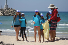 IMG_8815 (Streamer -  ) Tags: ocean sea people green beach nature students ecology up israel movement garbage sunday north group young cleanup clean teen shore bags  nonprofit streamer  initiative enviornment    ashkelon          ashqelon   volonteers      hofit