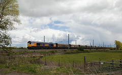 66715 Overton 19/05/2015 (Flash_3939) Tags: old uk original white window train diesel may rail railway locomotive coal surrounds freight livery eastcoastmainline overton 2015 class66 ecml valour gbrailfreight railfreight 66715 gbrf 4n61