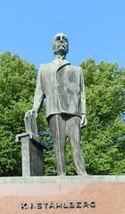 Monumento a K.I. Stahlberg en el Parlamento Helsinki Finlandia 03 (Rafael Gomez - http://micamara.es) Tags: en house la calle helsinki memorial monumento parliament el escultura estatua ki finlandia parlamento stahlberg