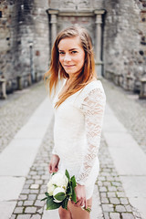 (emmaelisabetandersson) Tags: flowers summer castle whiteflower bride sweden outdoor sverige blommor brud sommar vadstena brllop slott pioner brudbukett vadstenaslott vadstenacastle