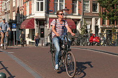 Spiegelgracht - Amsterdam (Netherlands) (Meteorry) Tags: europe nederland netherlands holland paysbas noordholland amsterdam amsterdampeople candid prinsengracht spiegelgracht gracht canal people man male homme boy lad mec twink student tudiant bicycle bicyclette cyslist vlo bike summer t young nike sneakers trainers nikeairmax airmax skets baskets jeans sunglasses cute june 2016 meteorry