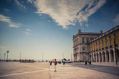 Selfie solitaire... (Gilderic Photography) Tags: lisbonne portugal lisbon lisboa selfie man architecture city vacation tourist canon 500d gilderic