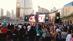 Crowd of visitors at Dubai Mall are waiting for the Dancing Waters at Burj Khalifa fountains. (shaf_qat) Tags: architecture dubai crowd uae visitors burj khaleefa burjkhaleefa