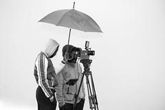 La pose parapluie. (niko'n) Tags: camera red white cinema black film blackwhite nikon noiretblanc plateau plan tournage d800 parapluie pourtout nicolaspourtout mesetoilesnoires