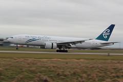 Air New Zealand | B772 | ZK-OKH (#KH) | YVR | NZ084 from AKL (leoyvr) Tags: nz kh yvr airnewzealand 772 b772 cyvr boeing777200 zkokh