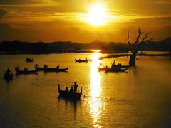 Sunset on U Bein Bridge (Don César) Tags: sunset lake tree yellow boats lago atardecer agua barcos burma amarillo myanmar mandalay canoa reflejos waterreflection amarapura birmanie taungthaman