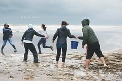 Cadena humana (Malia Len ) Tags: water animal canon lluvia agua gente huelva playa arena help sos temporal ballena ayamonte ayuda humanidad acutico emocin varada puntadelmoral rorcual malialeon