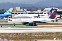 Delta Air Lines Boeing 757-232 N633DL (Steven Weng) Tags: lines canon la los airport angeles aircraft air delta international boeing lax airlines   757232 n633dl   eos7d2 ef100400is2