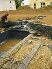 Zulauf Wasserbecken (Jrg Paul Kaspari) Tags: baustelle garten schiefer wasserbecken bachlauf pluwig