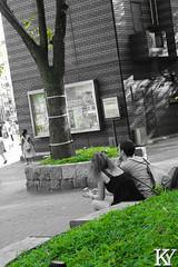 A couple seated and speaking (ZKent.Yousif) Tags: chku tkyto japan jp chiyodaku   minatoku canon sigma sigma1750mm 50mm streetphotography street people person architecture bw blackandwhite