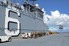 160916-N-YG104-003 (U.S. Pacific Fleet) Tags: 31stmarineexpedtionaryunit 31stmeu ussbonhommerichard fastrope 7thfleet valiantshield vs16 usmc marinecorps marines ch53e superstallion vmm262