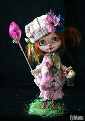 My new OOAK Blythe, Miss Hermione an her extraodinary garden FA (heliantas) Tags: bunny butterfly garden doll handmade ooak bjd blythe custom fa fs heliantas