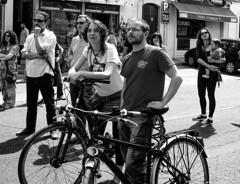 Las bicicletas (Gabriel Lozano) Tags: street blackandwhite bw byn blancoynegro bike andaluca spain sony streetphotography bicicleta biker andalusia crdoba lucha 1demayo reflexdigital corduba alpha330 marchasdeladignidad reyherediaaguaya 1demayode2015