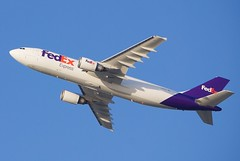 FedEx Airbus A-300 takeoff DSC_20027 (wbaiv) Tags: airplane airliner commercial aircraft motor vehicle plane jet civil sjc san jose mineta international airport afternoon evening flight operations takeoff setting sun north end delacruz centralexpressway highway 101 overpass bicycle pedestrian trail outside fence fedex federal express cargo freight overnight nextday airbus a300 departure outdoor turbine engine 2016 northern california sf bay area francisco flying machine fromunder port