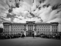 Buckingham Palace (Pablo S.O.) Tags: sky building london architecture clouds icon palace bn ilobsterit