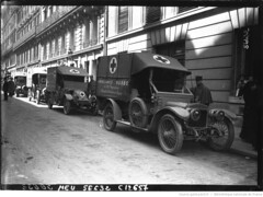 1915. A l'glise russe - les voitures ambulances (foot-passenger) Tags: bibliothquenationaledefrance bnf gallica oldphoto 1915 ambulance france wwi worldwari