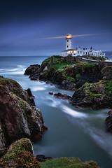 donegal lights (Dennis_F) Tags: ocean ireland sea lighthouse water bay rocks meer waves head irland leuchtturm bucht fanad
