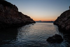 Coi piedi nell'acqua - kokkino chorio, Creta (Eine-reise) Tags: sunset sea summer nature water rock night landscape greece crete tamron1750 canon450d