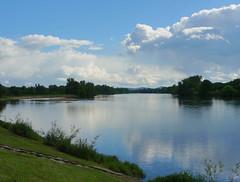 La Loire @ Cosne (Hlne_D) Tags: france photoshop river rivire bourgogne loire hdr fleuve nivre hdrpicture cosnesurloire cosne cosnecourssurloire photohdr hlned