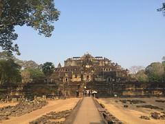 Paysages avec temples au Cambodge Globalong (infoglobalong) Tags: temple cambodge asie enfants cultures aide bouddhisme ducation soutien bnvolat enseignement bnvoles volontaires handicaps volontariat globalong humanitariat
