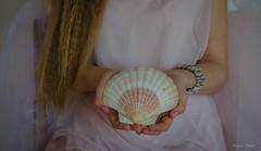 Svetlana, 22 maggio 2016 (adrianaaprati) Tags: portrait beauty shell mani natura beaut romantic ritratto calma tenderness bellezza conchiglia coquille schale douceur feminity serenit femminilit