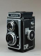 Ikoflex Ia on Display (03) (Hans Kerensky) Tags: ikoflex ia 85416 zeissopton tessar 135 75mm lens 6x6 tlr zeiss ikon display