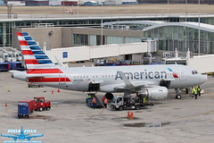 American Airlines Airbus A319-115 N9025B S/N:6393 F/N:025 (Winglet Photography) Tags: travel wisconsin plane canon airplane flying gate aircraft aviation transport flight jet ground terminal equipment american transportation airline milwaukee 7d airbus operations service mitchell arrival dslr airlines brew aa boarding spotting airliner stockphoto aal gse jetliner mke 025 a319 beercity planespotting beertown generalmitchellinternationalairport kmke 6393 a319115 wingletphotography georgewidener georgerwidener n9025b