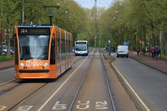 GVB Combino 'Ziggo' tram 2085, Lijn 14, Insulindeweg (Don Maskerade) Tags: amsterdam 14 gvb combino insulindeweg 2085 ziggo reclametram