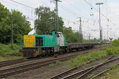D-loc 1275 633-6(Emmerich 22-5-2015)1 (Ronnie Venhorst) Tags: road railroad netherlands sport train canon eos rotterdam diesel outdoor g eisenbahn rail railway zug bahnhof trains cargo railwaystation freeway vehicle locomotive mm nl 80 2008 bahn 92 mak trein spoor amersfoort bv 1100 spoorwegen 1275 2014 spoorweg 2015 633 diesellok emmerich 1206 1435 dloc 6336 lte dieseltrein emmerik dieselloc goederentrein vossloh 1100d materieel g1206 dlok bbdh dieselmaterieel eos1100d spoormaterieel eos1100 5001797