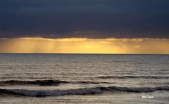 Contrastes (verridrio) Tags: sea mar atlantique atlantic litoral water figueiradafoz sony praia beiramar sun sunset clouds nuvens pordosol solei coucherdusolei light mare