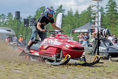 drag042 (minitmoog) Tags: dragrace grass dragracing sleds snowmobiles skoter veteran vintage lycksele