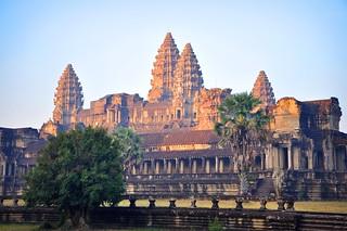 le soleil se lève sur le temple d'Angkor....